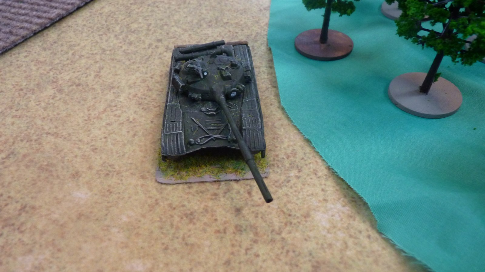 The Soviet company command tank advances